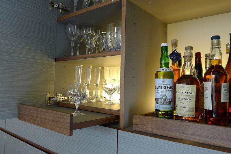 Getränkebar im Wohnzimmerschrank